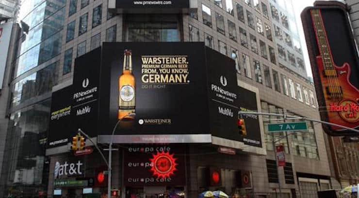Warsteiner veräppelt Becks • Riesenplakat am Times Square