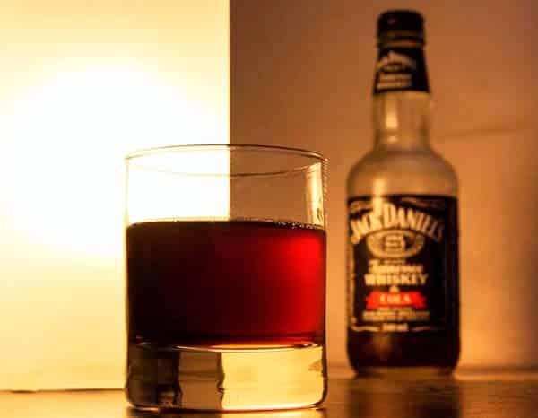 Jacky Cola | Den Whisky Cola Klassiker richtig mischen!