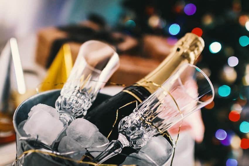 Champagner stilvoll genießen • Das große 1mal1 für Neukenner!